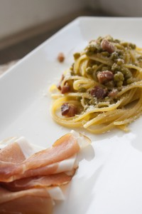 spaghetti primavera speck e piselli
