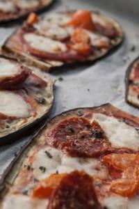 Pizza di melanzane con salamino piccante