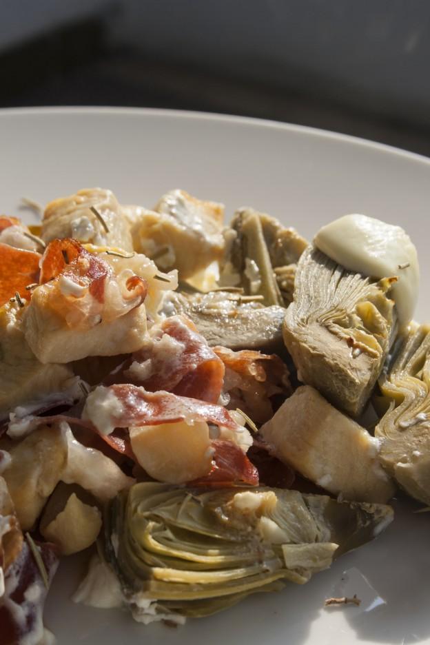 Spezzatino di pollo, culatello, panna e carciofi gratinato al forno
