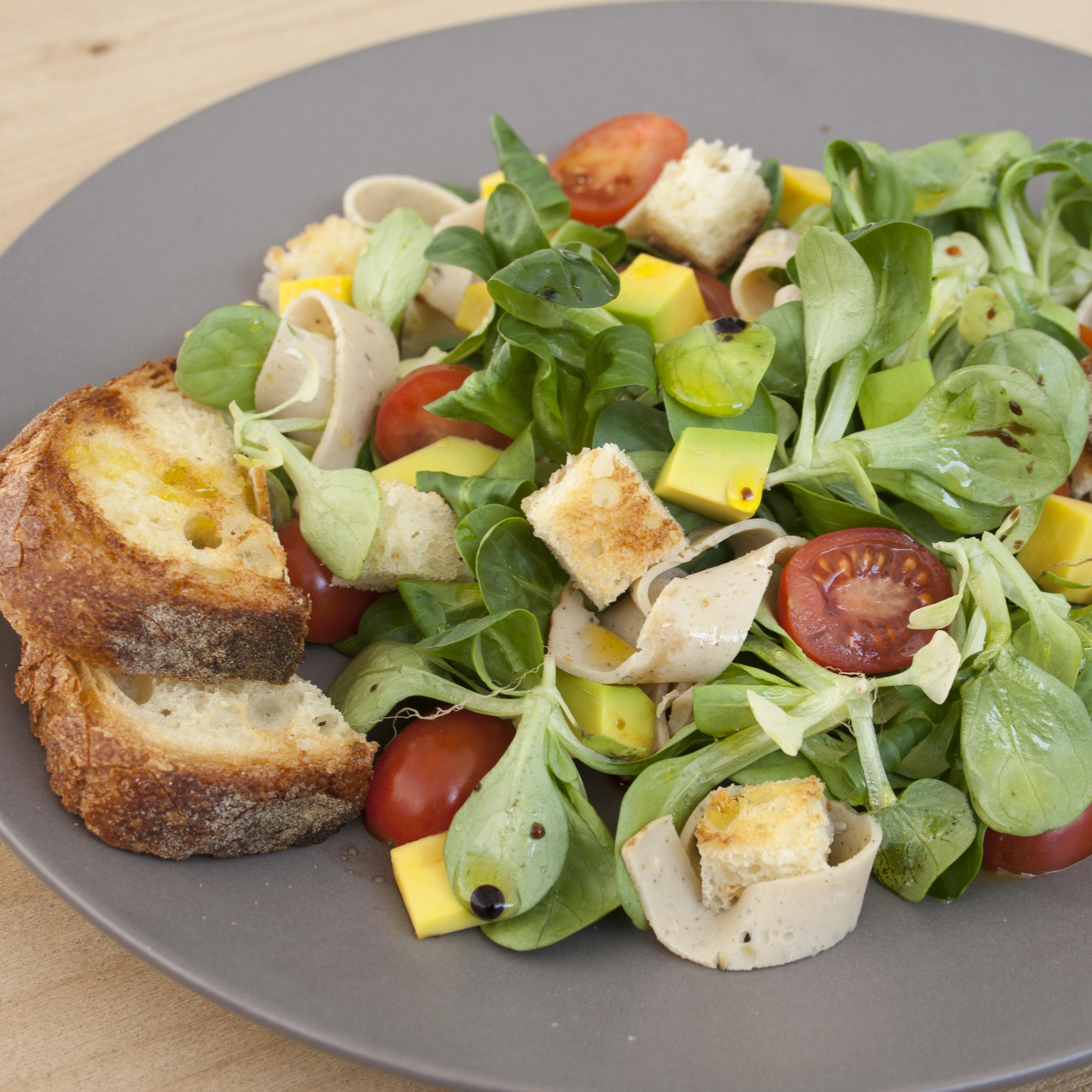 insalata mista con affettato di tacchino